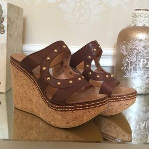 NEVER WORN Gregory's tan gold stud detail wedges